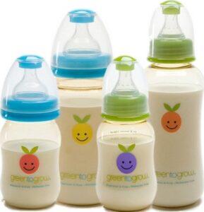 Грудное молоко в детских бутылочках